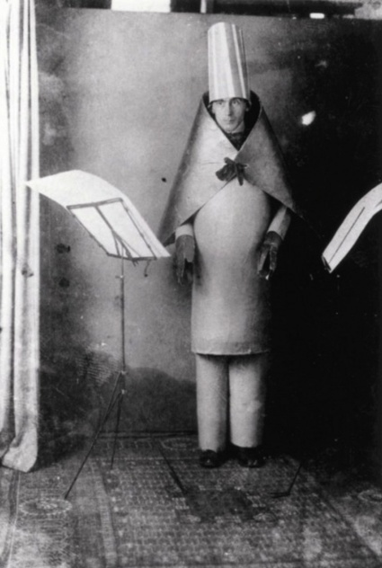 Hugo-Ball-Cabaret-Voltaire-1916