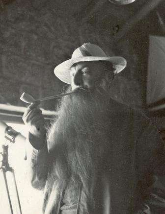 Pablo-Neruda-disfrazado-sombrero-pescador_EDIIMA20140926_0768_1